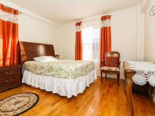 Cozy 1-bedroom close to Manhattan Wi-Fi $$ - Brooklyn vacation rentals