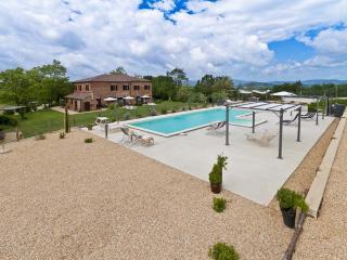 Countryhouse Four-Room Apt. Tuscany/Umbria border - Citta della Pieve vacation rentals