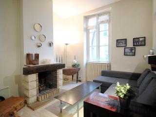 2r, Fireplace, Calm, Tour Eiffel - Champs de Mars - Paris vacation rentals