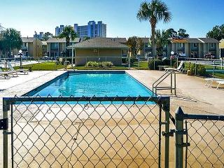 BEAUTIFUL TOWNHOUSE FOR 5! - OPEN 3/28-4/3 TAKE 40% OFF NOW - Panama City Beach vacation rentals