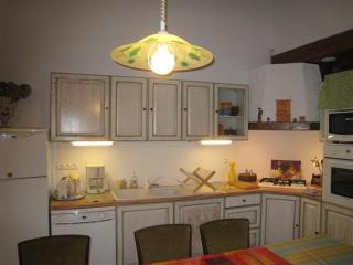 3 bedroom Gite with Internet Access in Saint-Pierre-des-Champs - Saint-Pierre-des-Champs vacation rentals