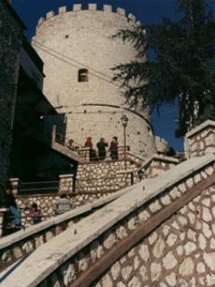 grazioso bilocale con terrazzo attrezzato - Sant'Angelo Romano vacation rentals