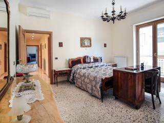 """Aranci"" in Central Sorrento - Sorrento vacation rentals"