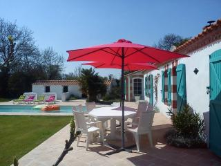 Two-bedroom house with heated pool - Sallertaine vacation rentals