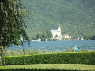 Spacious Villa with Internet Access and Dishwasher - Saint-Jorioz vacation rentals