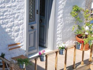 Lovely Condo with Short Breaks Allowed and A/C in Hydra Town - Hydra Town vacation rentals