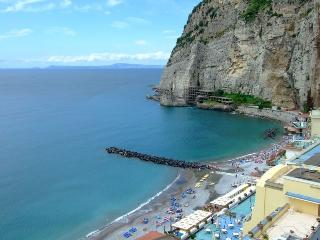 Wonderful Seafront Large and Bright Apartment - Meta vacation rentals