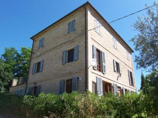 Perfect House with Internet Access and Dishwasher - Carassai vacation rentals