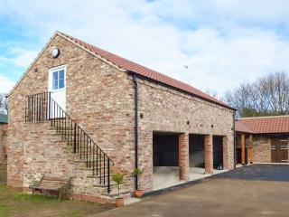 THE STABLES, CRAYKE LODGE, first floor barn conversion, WiFi, woodburner, parking, in Easingwold, Ref 917511 - Easingwold vacation rentals