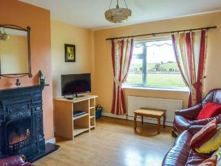 GREENACRES, single-storey, woodburning stove, open fire, family accommodation, near Ballinrobe, Ref 920319 - Ballinrobe vacation rentals