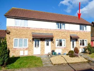 Y DDERWEN, pet-friendly cottage, enclosed garden, WiFi, in Pembrey, Ref 921124 - Carmarthenshire vacation rentals