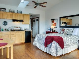 Beachy studio w/ full kitchen and ocean views! Dogs are welcome! - Yachats vacation rentals