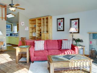 Cozy dog-friendly condo with loft near the beach! Enjoy ocean views & more! - Yachats vacation rentals
