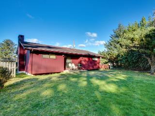 Cozy hilltop home in Lincoln City w/ocean views! - Lincoln City vacation rentals