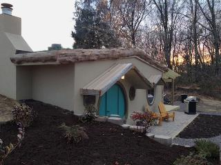 Whimsical HOBBIT HOUSE. Walk to Blue Sky Vineyard! - Carbondale vacation rentals
