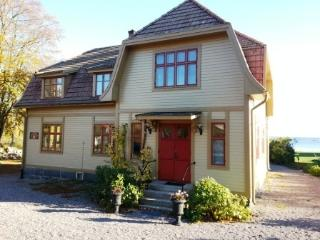 Lovely B&B with Internet Access and Short Breaks Allowed - Karlskrona vacation rentals