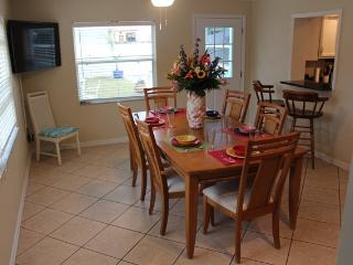 4 BR House with Heated Pool, 2 miles from beach - Tarpon Springs vacation rentals