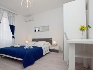 Guest house LETA (White suite/room) - Split vacation rentals