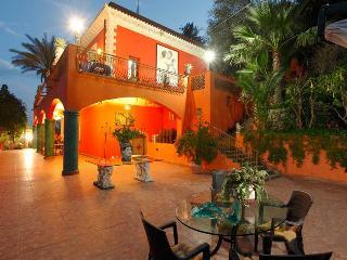 Villa Due Angeli. Ezekial.Taormina Sicily Vicinity - Taormina vacation rentals