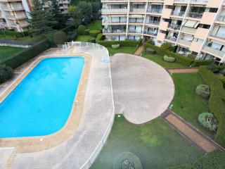 Spacious apartment in quiet residence with pool - La Napoule vacation rentals