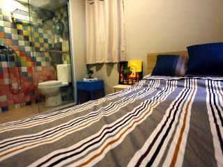 Cozy Double Bed Room for 2 guests - Hong Kong vacation rentals