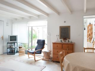 Nice house between beaches and city - La Rochelle vacation rentals