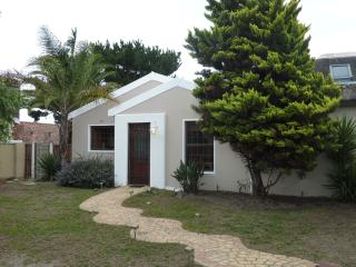 SURFERS PARADISE! Charming vacation home CapeTown - Parklands vacation rentals