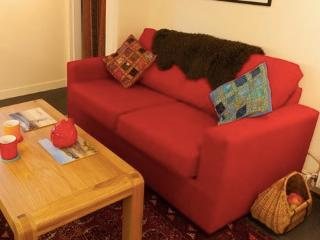 The Wee Red House - welcoming, bright and cosy :-) - Thurso vacation rentals