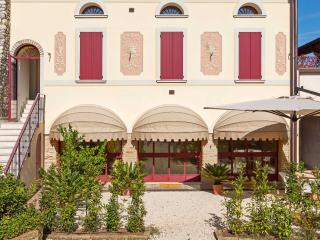 GARDEN APARTMENT - San Felice del Benaco vacation rentals