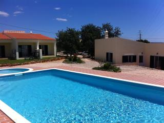 Modern 2-bedroom house in Algoz, Portugal, with air con and shared swimming pool - Monchique vacation rentals