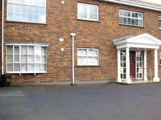 Elegant 2-bedroom apartment in the seaside resort of Bangor, County Down, near beach & transport - County Down vacation rentals