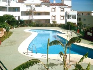 Sunny flat on the Costa del Sol with terrace and pool access, in the idyllic village of Mijas Costa - Mijas vacation rentals