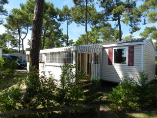Bungalow in Charente-Maritime with central heat - near beach, golf and incredible gastronomy - Les Mathes vacation rentals
