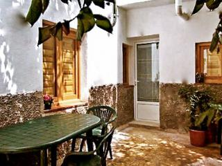 Delightful flat in the heart of Albayzin, Andalusia, with terrace and garden - Granada vacation rentals
