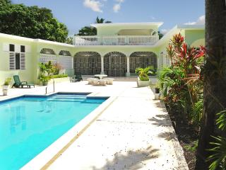 Four-bedroom villa in luxury beach resort in Ocho Rios, Jamaica, with pool – 100m from the beach! - Saint Anns Bay vacation rentals