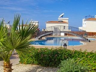 """Tala Panorama"" - Gorgeous apartment in Cyprus with sunny terrace, huge pool and sea views - Tala vacation rentals"