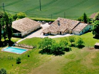 """""""Gîte Le Chai"""" - 3 bedroom house in Lot-et-Garonne, Aquitaine, with garden and shared pool - Castelmoron-sur-Lot vacation rentals"""
