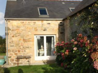 Three-bedroom stone house in Finistere with sea- and garden views, 600m from the beach - Landudec vacation rentals