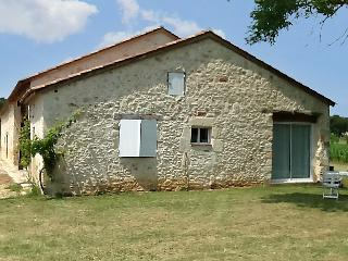 """""""Gite au Bouy"""" - 1-bedroom house in Lot-et-Garonne with WiFi, garden and shared pool - Lot-et-Garonne vacation rentals"""