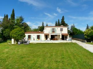 Modern villa with pool near golf, tennis & town - Mouans-Sartoux vacation rentals