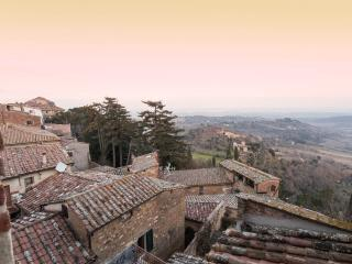 Holiday Apartment in historical palace.Marina - Montepulciano vacation rentals