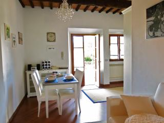 Nice Condo with Internet Access and Washing Machine - Tavarnuzze vacation rentals
