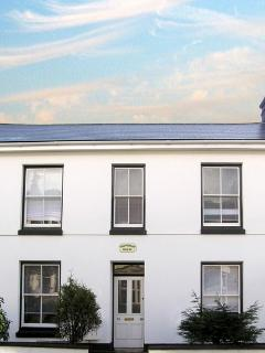 Lovely 3 bedroom Newlyn House with Dishwasher - Newlyn vacation rentals