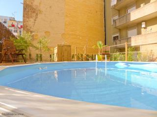 AR2 - AR2- Lisbon Terrace and Pool is a superb 5 bedroom/2bath apartment in the city center with a terrace and pool - Costa de Lisboa vacation rentals