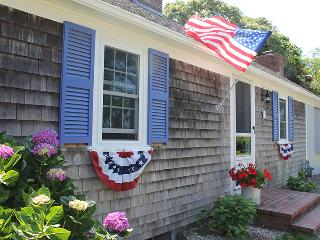 Bright and Sunny Cape Cod Cottage, walk to ocean - Falmouth vacation rentals