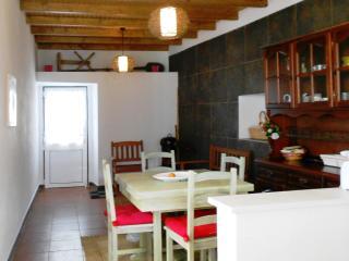 Cozy 3 bedroom Cottage in Vila de Rei with Books - Vila de Rei vacation rentals