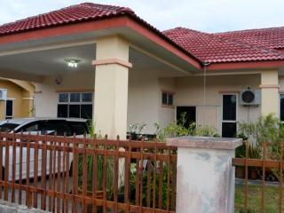 Nice Bungalow with A/C and Parking - Changloon vacation rentals