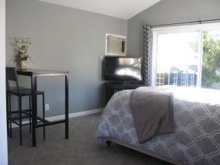 Romantic & Cozy Guest House- Walk to Rose Parade - Pasadena vacation rentals