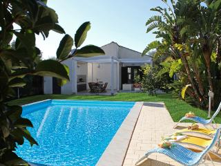 VILLA PLAYA GRANDE: villa with private pool, 800 m - Marina di Ragusa vacation rentals