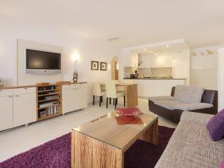 SANT ELM-Elegant 3-room-apartment oceanfront for 4 - Sant Elm vacation rentals